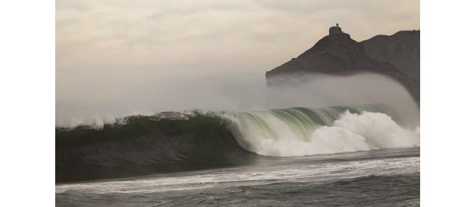 Bakio, surf a las faldas de san juan de gaztelugatxe